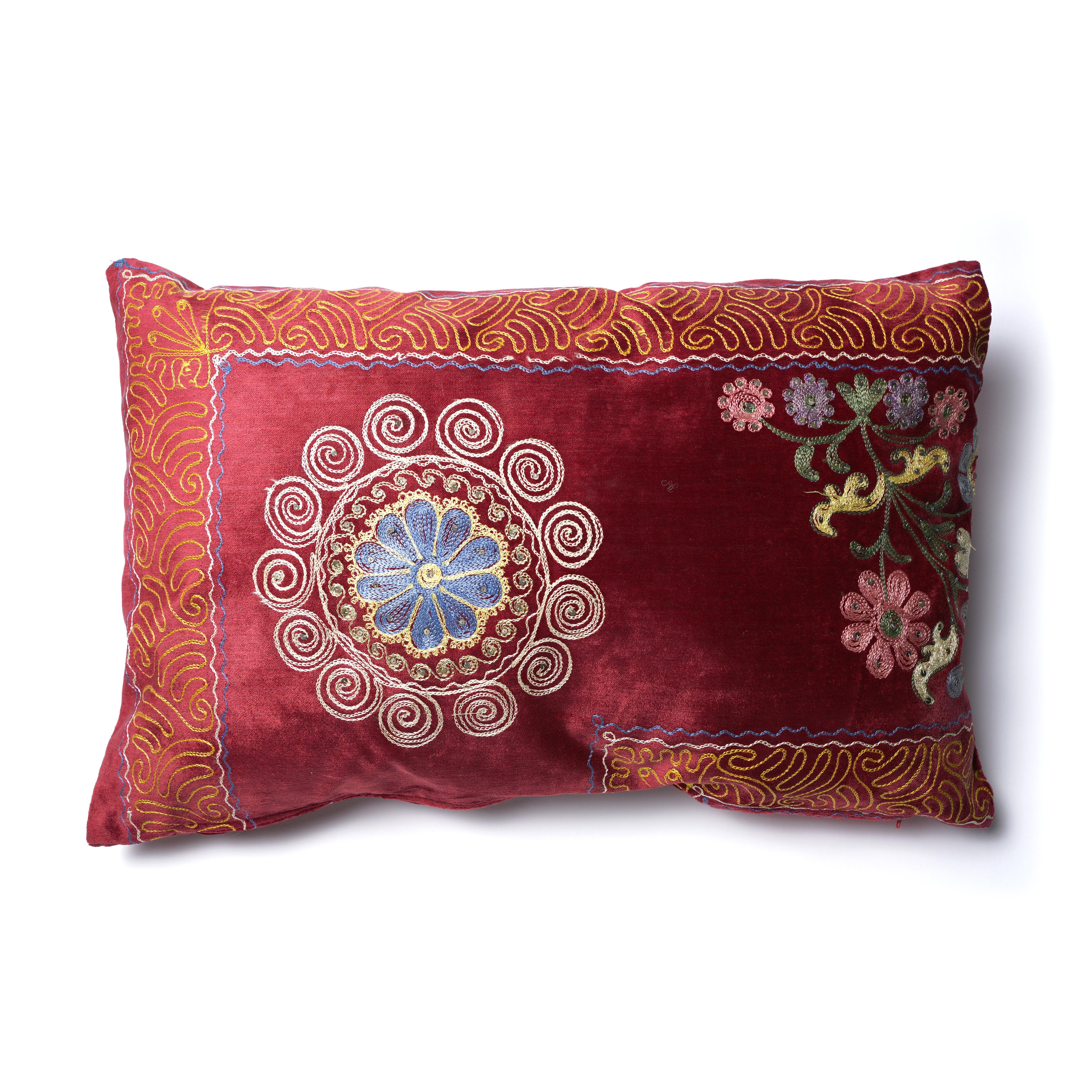 Almohadón Suzani terciopelo rojo-bordeaux