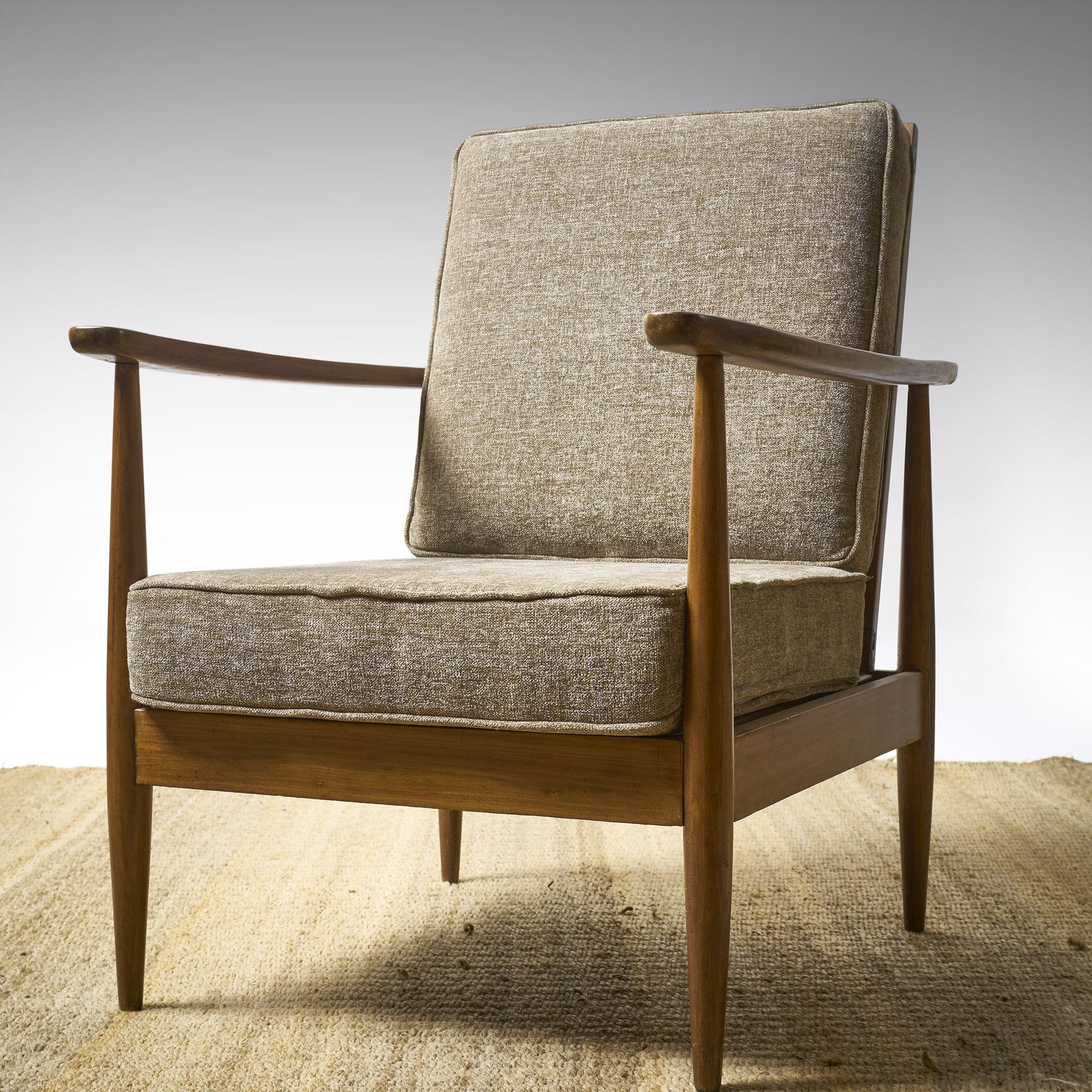 Par de sillones daneses respaldo reclinable.