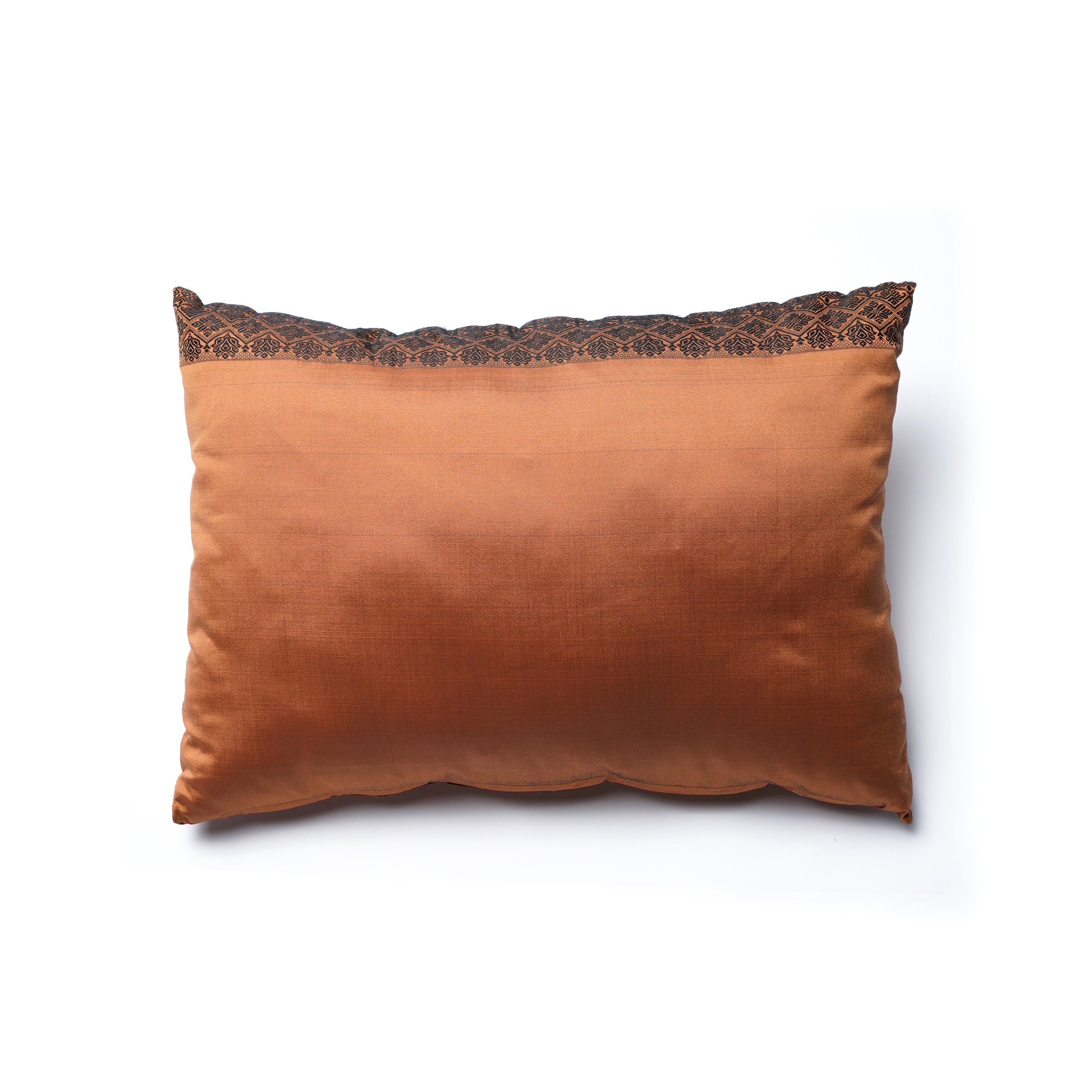 SALE! Almohadón de seda y sintético, cobre con dibujo negro