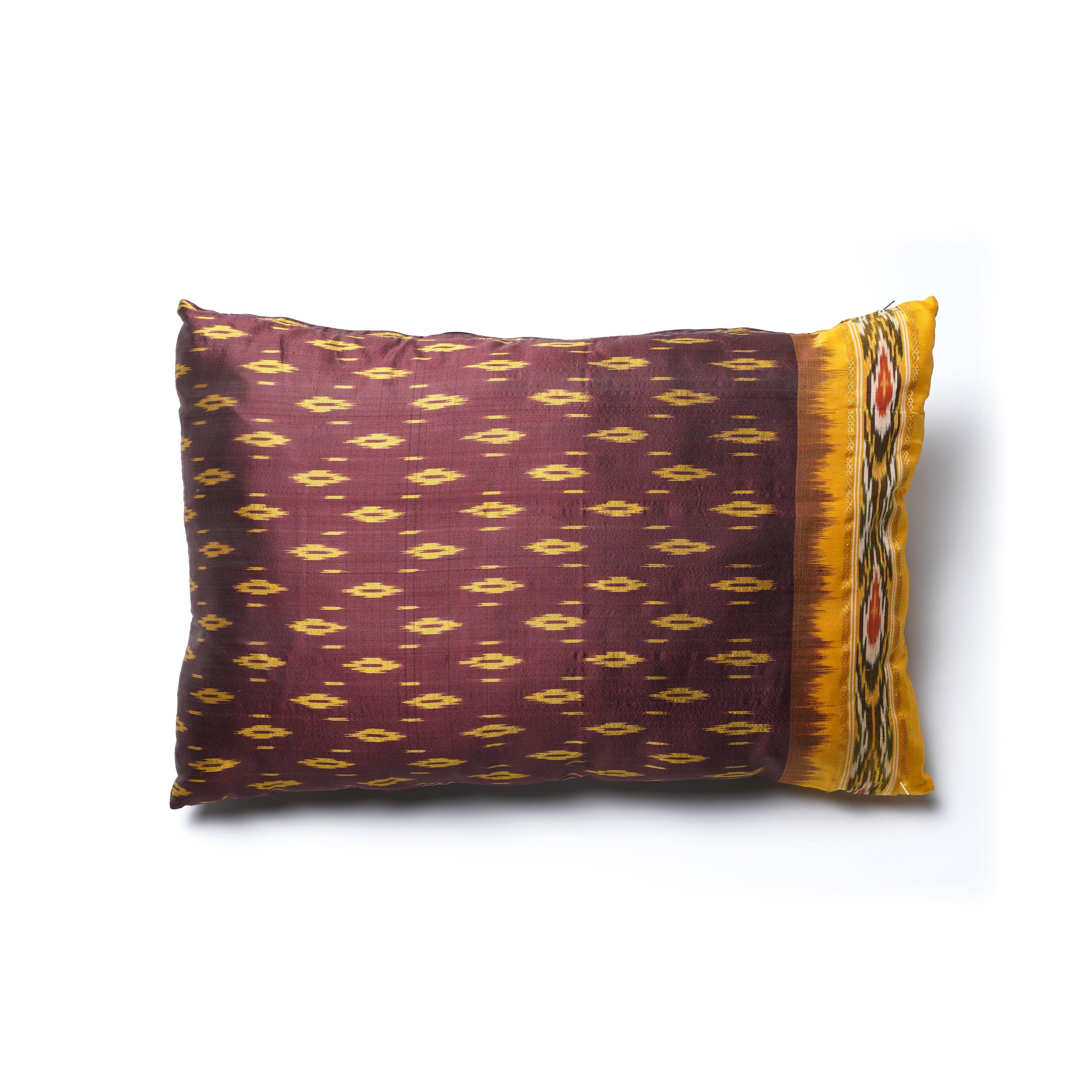 Almohadón de seda, bordeaux y amarillo