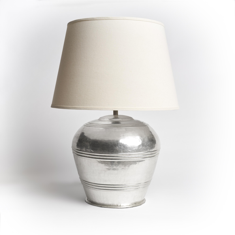 lámpara de metal con pantalla de algodón