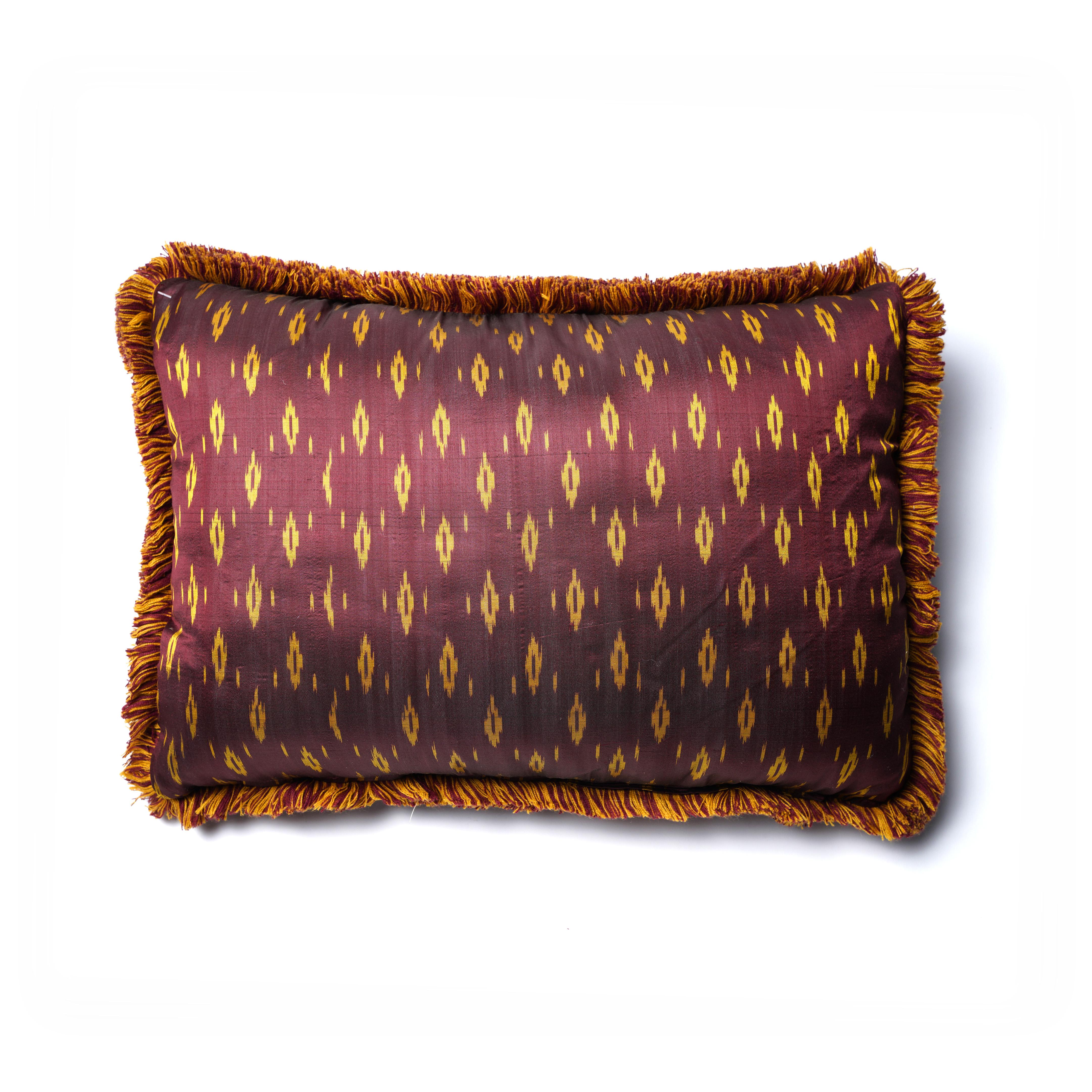 Almohadón de seda bordeaux Marabú